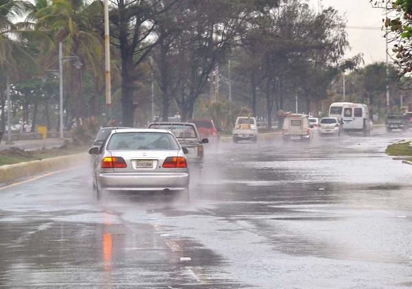 Aguaceros, tormentas eléctricas y ráfagas de viento principalmente en el interior del país