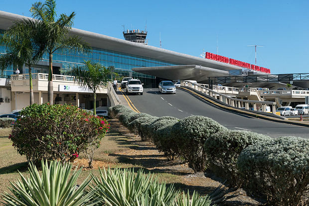Muere belga al ser arrastrado por un vehículo en aeropuerto de Las Américas
