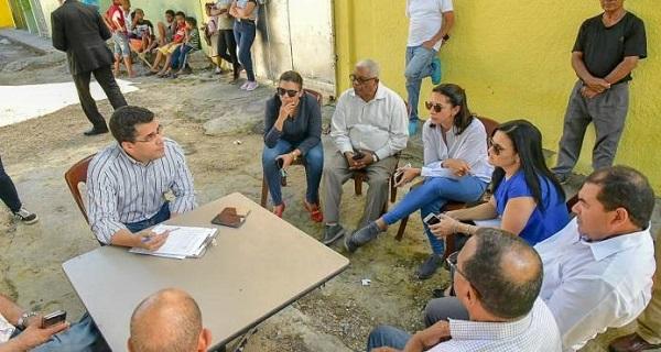 Alcalde David Collado despacha con comunitarios desde parques y espacios públicos