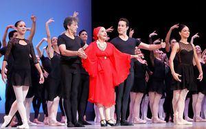 La bailarina cubana Alicia Alonso, una figura legendaria de la danza clásica, falleció este jueves a los 98 años, informó a Efe un representante del Ballet Nacional de Cuba.