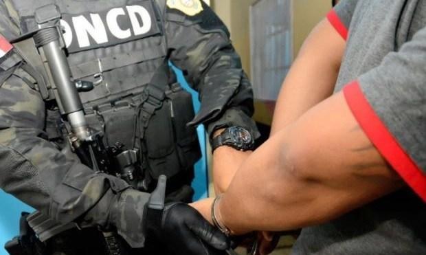 Miembros de la DNCD detuvieron a más de 400 personas y decomisaron 49 libras de marihuana y miles de porciones de otras drogas en operativos que se realizan en todo el territorio nacional.