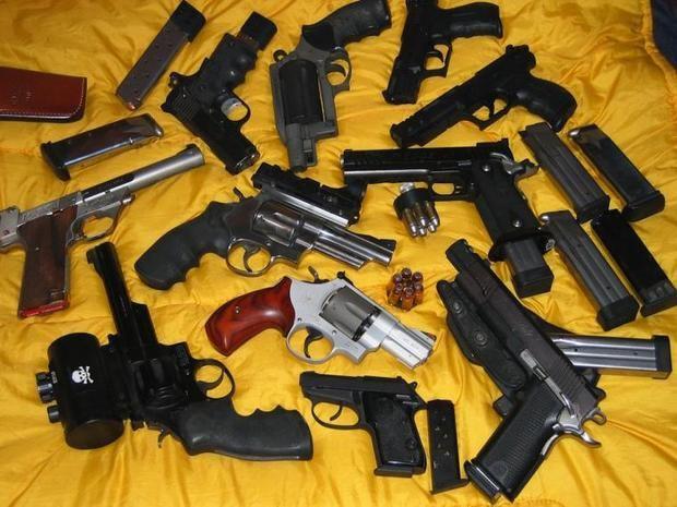 Tribunal dicta prisión preventiva contra mujer vinculada al tráfico de armas y drogas