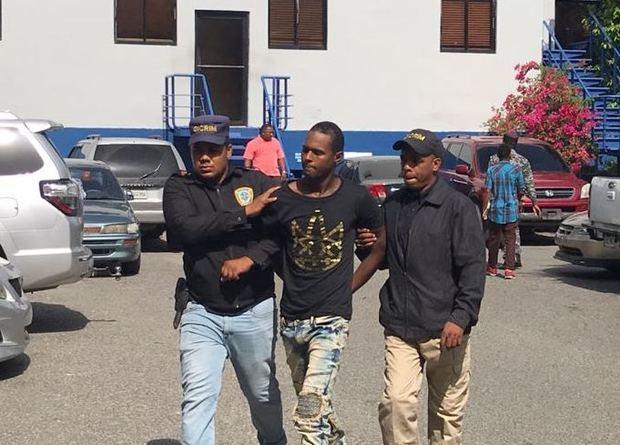 Pondrán en manos del Ministerio Público acusado de matar joven en joyería