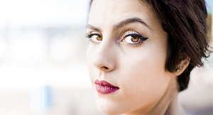 """como """"maskné"""". El maskné es un nuevo término que define la  'versión' del acné producido por el uso excesivo de mascarillas debido al covid-19."""