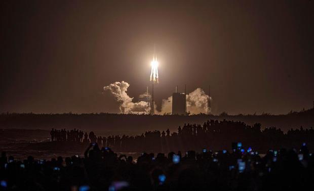 La sonda china Chang'e 5 aluniza con éxito en misión de recogida de muestras