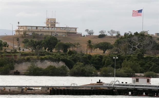 Localizada en terrenos de la base militar de Guantánamo, en Cuba, la cárcel para terroristas fue creada en 2002 por el presidente George W. Bush, después de los atentados del 11 de septiembre de 2011.