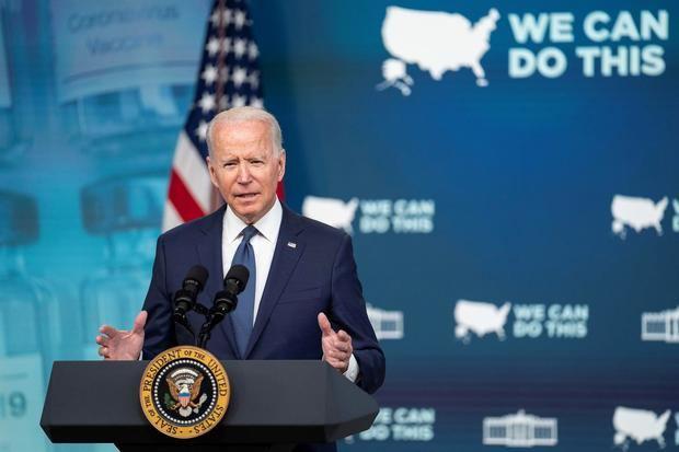Biden suplica a los escépticos que se vacunen para frenar la variante delta