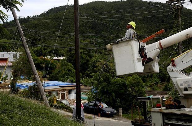 El sistema eléctrico de la isla es muy débil y muchas de sus instalaciones están obsoletas, situación que se agravó en 2017 con el paso del huracán María.