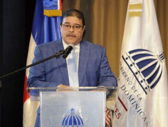 Ministro de Deportes, Francisco Camacho.