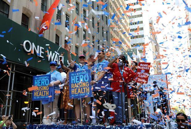 Nueva York celebra el fin de las restricciones con un desfile sin mascarillas