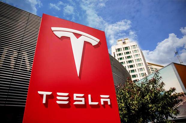 Tesla cerró la sesión de hoy por debajo de los 378 dólares y siguió perdiendo valor durante las operaciones posteriores al cierre de los mercados.