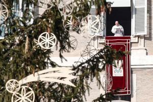 El papa lamenta que el consumismo 'ha secuestrado la Navidad'.