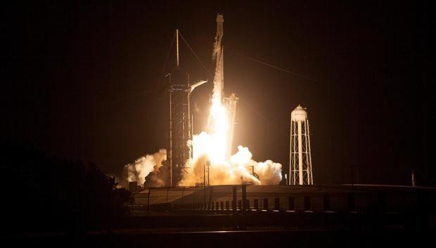 Con nuevo despegue, la NASA y SpaceX celebran el 'sueño' de más viajes a la EEI.