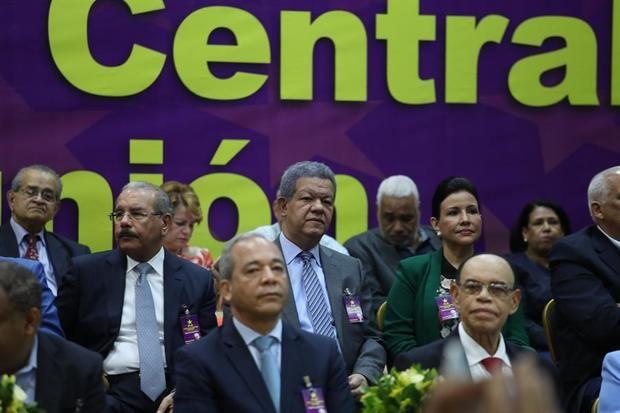 La división del partido gobernante dominicano amenaza con sacarlo del poder