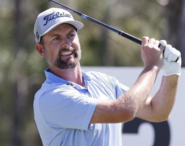 Webb Simpson de Estados Unidos en acción durante la primera ronda del torneo WGC-Workday Championship que se juega en el campo Concession Golf Club, en Bradenton, Florida, EE.UU.