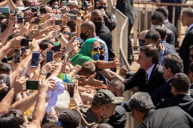 Primera polémica del año de Bolsonaro por provocar un tumulto en una playa