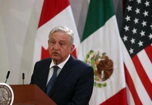 El presidente de México, Andrés Manuel López Obrador, participa en la firma de la nueva versión del acuerdo comercial T-MEC este martes, en el Palacio Nacional de Ciudad de México (México).