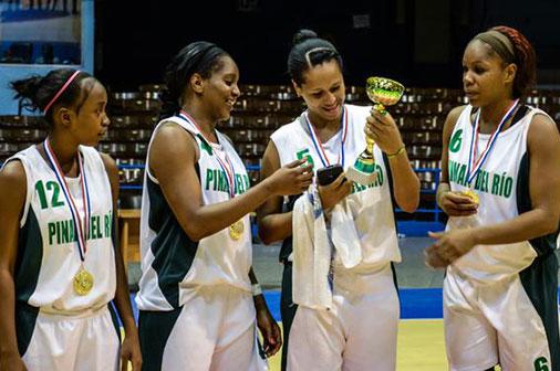Cubanas que reforzarán la Liga Femenina de Baloncesto arriban al país