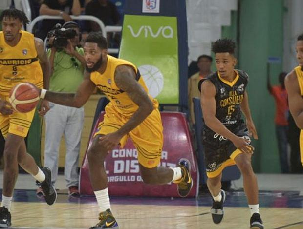 Mauricio Báez vence a Barias y se mantiene con vida en final baloncesto del Distrito Nacional