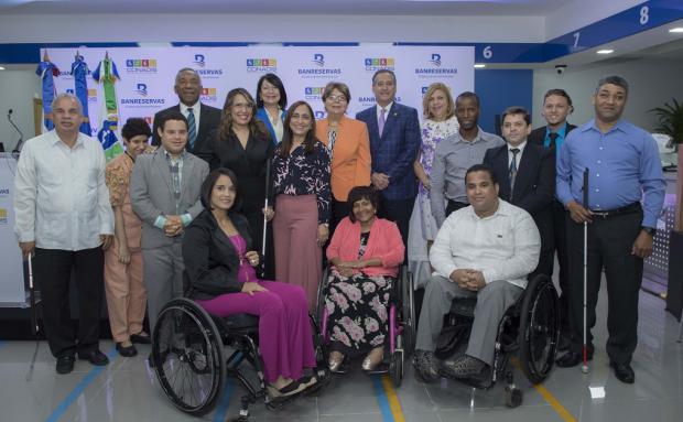 Facilitan transacciones financieras a personas con discapacidad