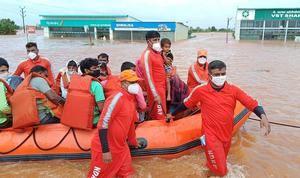 Se elevan a 164 las muertes por las fuertes lluvias en el oeste de la India.