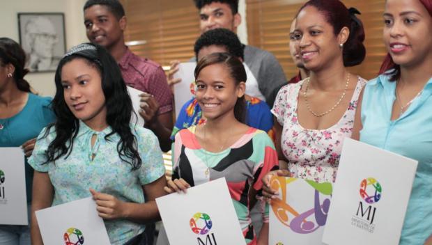 Mil jóvenes serán beneficiados con becas de grado y de postgrado en tecnología