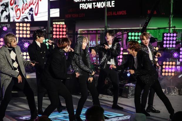 BTS invita a sus seguidores a su habitación para un concierto de pago en internet