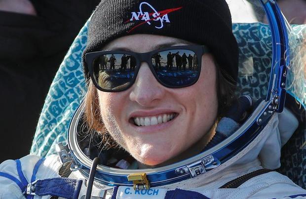 Koch vuelve a la Tierra como la mujer con la misión más larga en el espacio