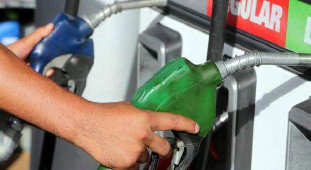 Gobierno sube precios de los combustibles
