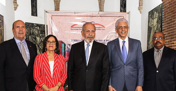 Fabio Herrera, Eleanor Grimaldi, Dennis Simó, Mariano Mella y Juan de la Rosa.