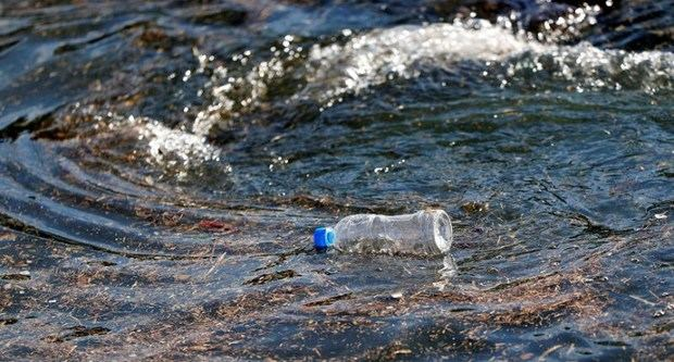 51 billones de microplásticos contaminan nuestros océanos.