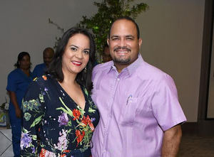 Jennifer Betancourt de Santos y Rufino Santos.