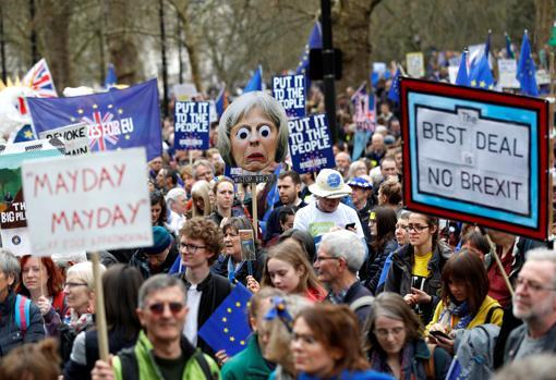 Cientos de miles de británicos se manifiestan por un segundo referéndum sobre el Brexit