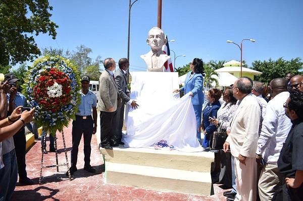 Alcaldía de Boca Chica inauguró busto de Juan Bosch