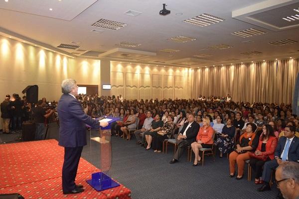 Centenares de mujeres participan en acto-conferencia contra la violencia de género