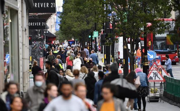 Expertos británicos alertan del aumento exponencial de coronavirus en Reino Unido