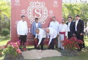 El presidente Danilo Medina participó este jueves en el primer palazo para la construcción del complejo hotelero Selectum Luxury Resort, en Playa Macao, con 500 nuevas habitaciones en su primera etapa.