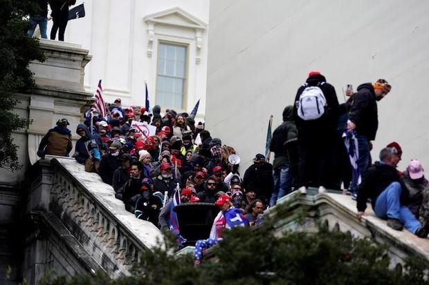 Llueven las críticas a la actuación policial en el asalto al Congreso