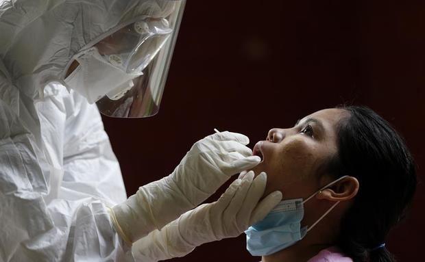 Nuevo récord de casos globales diarios, 378.000, y más de 8.500 muertes