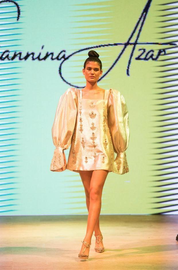 Una modelo luce una creación de la diseñadora dominicana Giannina Azar durante la primera jornada del República Dominicana Fashion Week (RDFW), este martes en Santo Domingo República Dominicana.