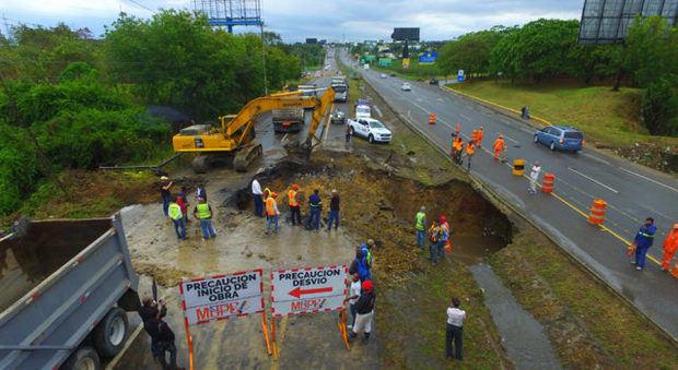 OP inicia la reparación de socavón en autopista Duarte