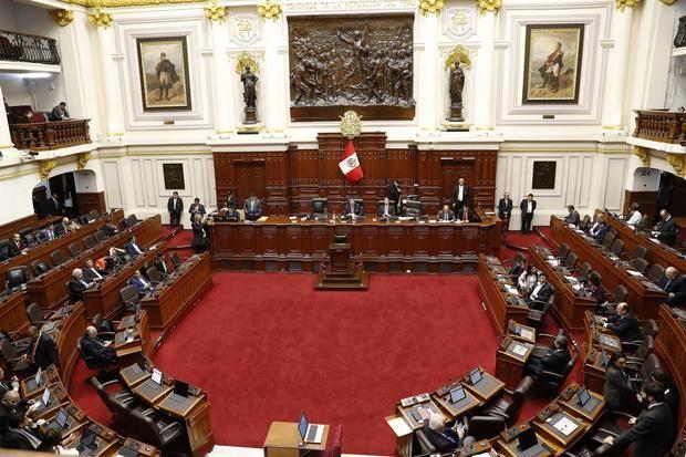 El Congreso de Perú ratifica una ley que limita facultades del presidente