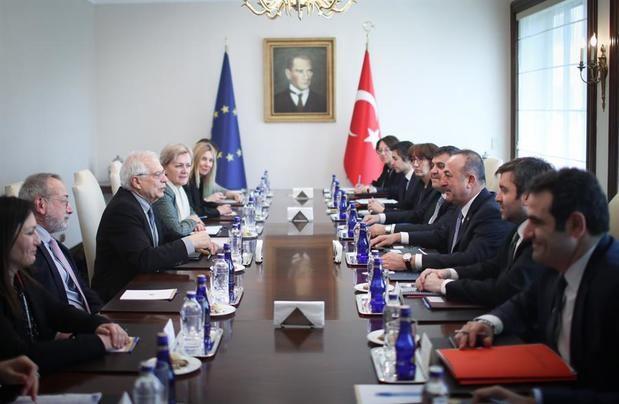 Países de UE expresan solidaridad con Grecia y se preparan para enviar ayuda
