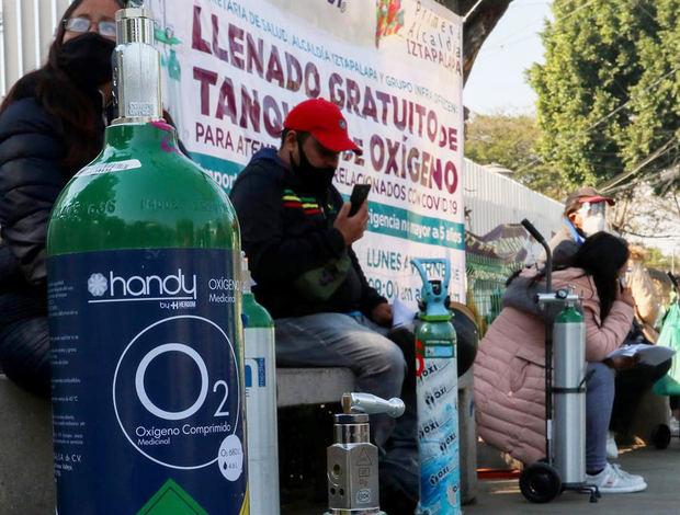 México lanza campaña para recuperar tanques de oxígeno ante crisis por covid