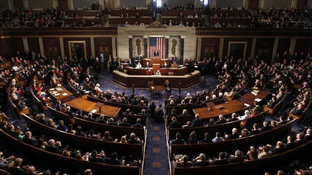Cámara baja de EEUU aprueba renovar autorización para espiar a extranjeros