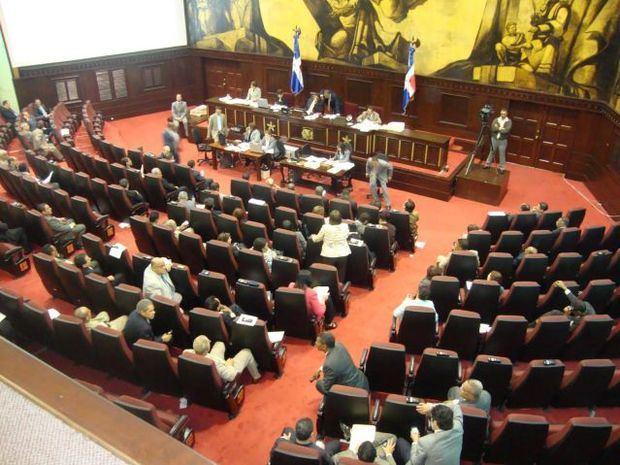 Diputados interrumpen sesión al detectar presencia de un militar en la Cámara