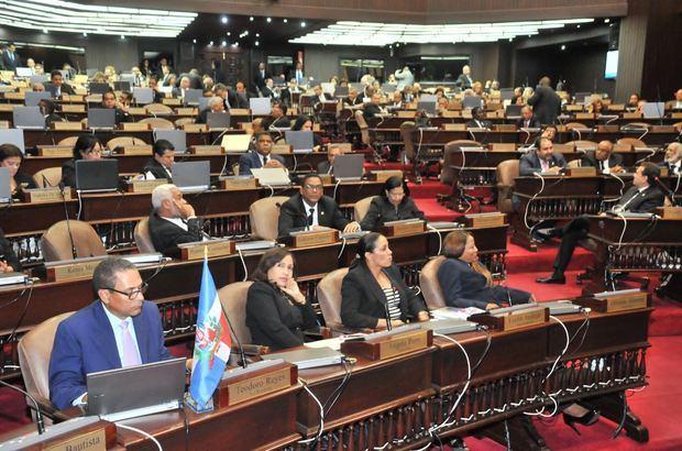 En la sesión se declaró al coronel retirado Mario Peña Taveras como héroe nacional