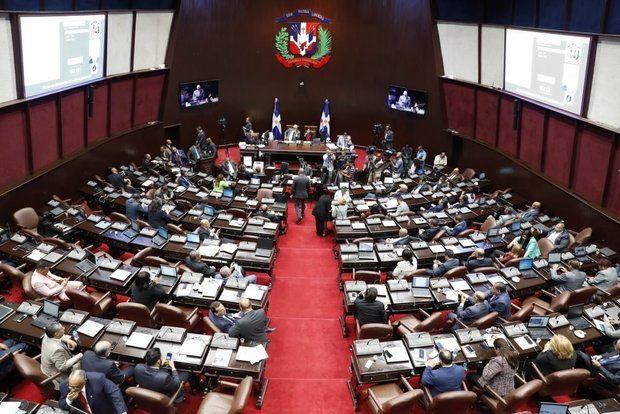 Aprueban préstamo de 1.200 millones de pesos para salario 13 de ayuntamientos