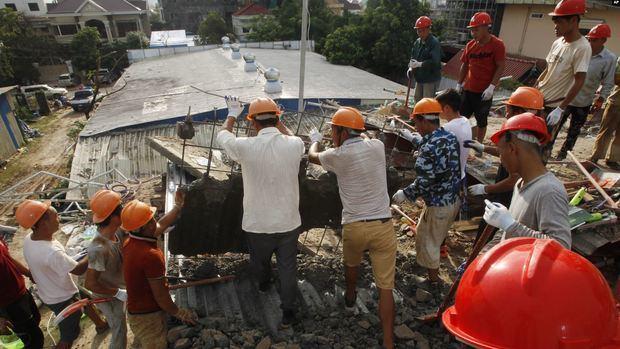 Camboya: rescatan 17 cadáveres tras derrumbe de edificio