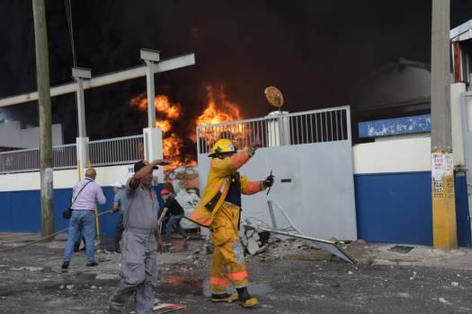 Explosión en fábrica de plástico